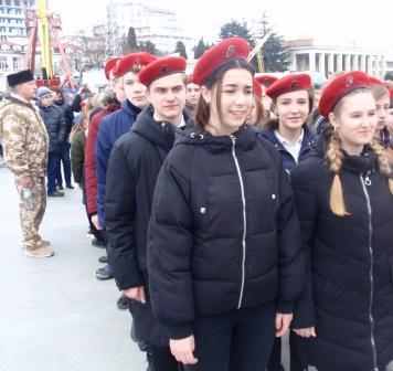 Торжественным парадом по ялтинской набережной