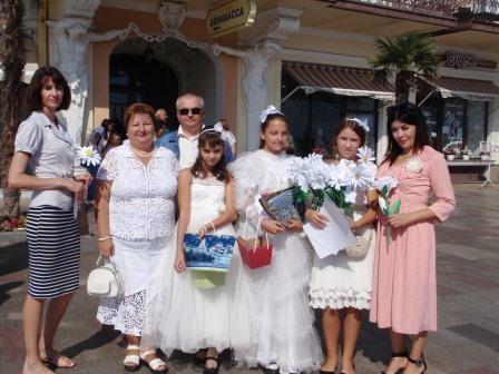 Белый цветок – милосердия праздник