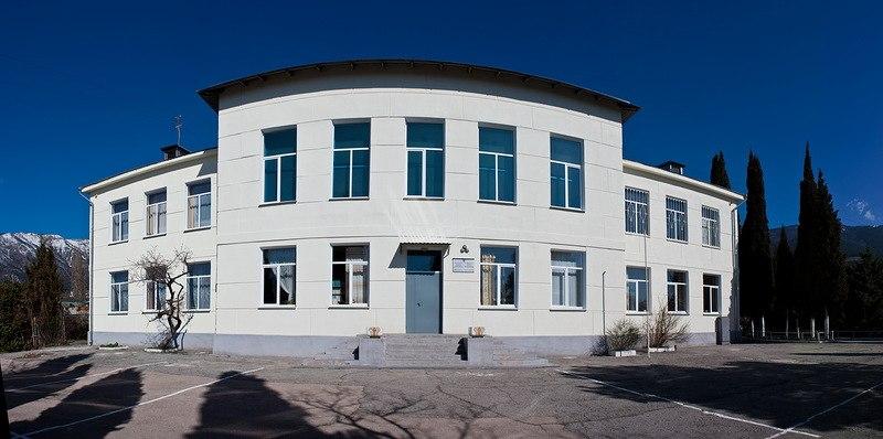 Ялтинская школа №8